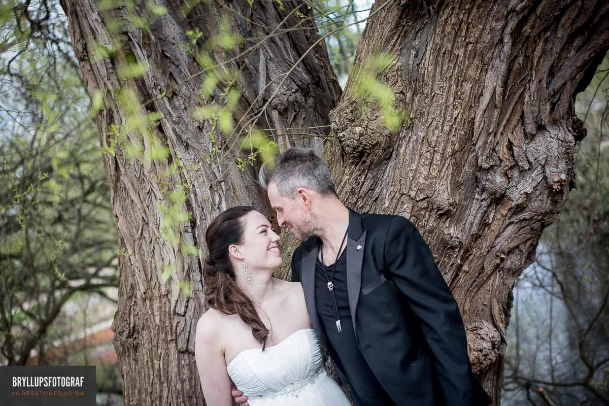 Bestil en bryllupsfotograf, der har erfaringen til at sikre jer flotte bryllupsbilleder.