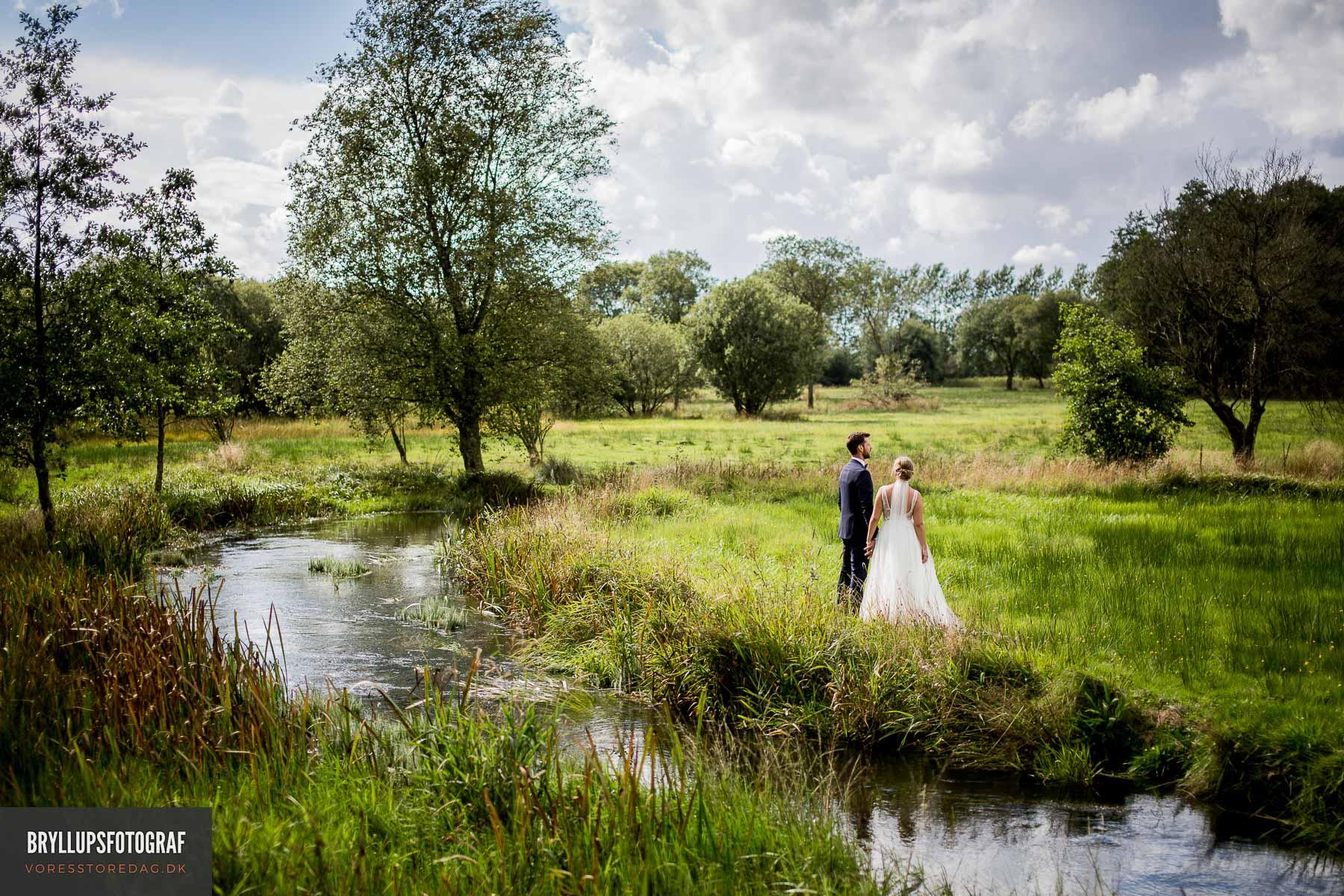 Professionel bryllupsfotograf fra Vejle. Billig fotograf der fanger de små øjeblikke.